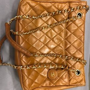 CHANEL VINTAGE QUILTED LAMBSKIN TOTE.